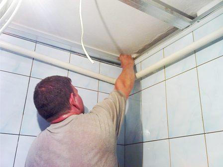 Установка пластикового подвесного потолка своими руками видео