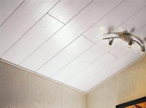 Подвесной потолок из пластиковых панелей — практичное обустройство жилища своими руками