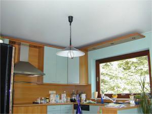 Фото: Тканевый потолок на кухне
