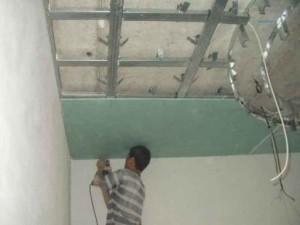 Фото: Отделка потолочного покрытия