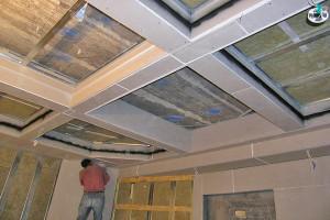 Фото: Монтаж потолочного покрытия