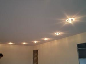 Фото: Освещение на текстильном потолке