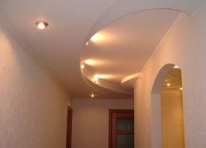 Фото: Потолок из гипсокартона в коридоре