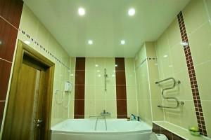 Натяжной потолок в ванной — красота и практичность своими руками