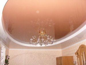 Фото: Комната с двухуровневым потолком