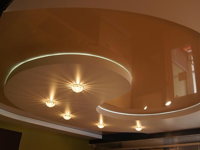 Фото: Двухуровневые натяжные потолки