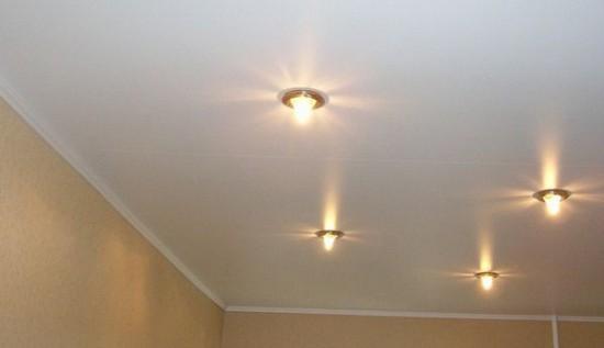 Фото: Плинтус в цвет с потолком