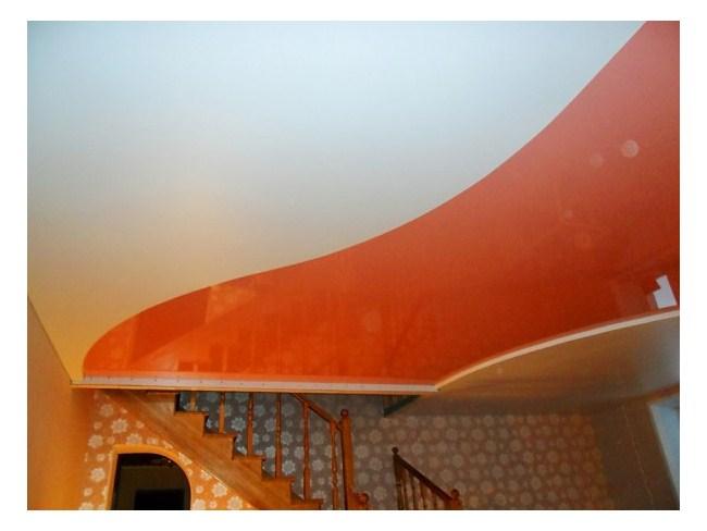 Двухцветный потолок