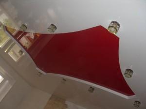 Двухуровневые натяжные потолки для зала — как преобразить интерьер своими руками?