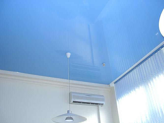 Фото: Синий натяжной потолок