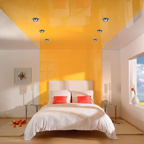 Желтые натяжные потолки — создание общего настроения интерьеру