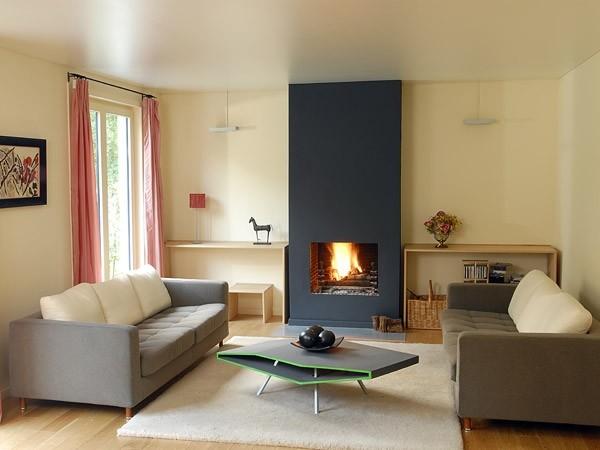 Фото: Интерьер гостиной с поверхностью из сатина