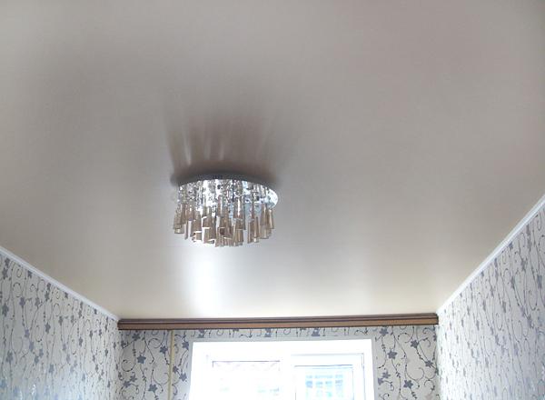 Фото: Белый матовый натяжной потолок