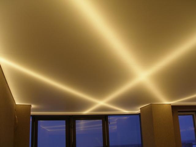 Золотой натяжной потолок — отличный вариант для создания уникального интерьера