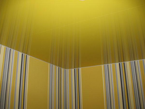 Глянцевые натяжные потолки — отличное решение для любого помещения