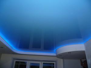 Фото: Натяжной потолок со светодиодной подсветкой