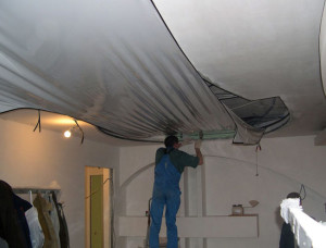 Установка натяжных потолков — монтаж полотна своими руками