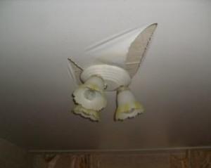 Проткнул натяжной потолок что делать