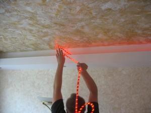 Подсветка под натяжным потолком