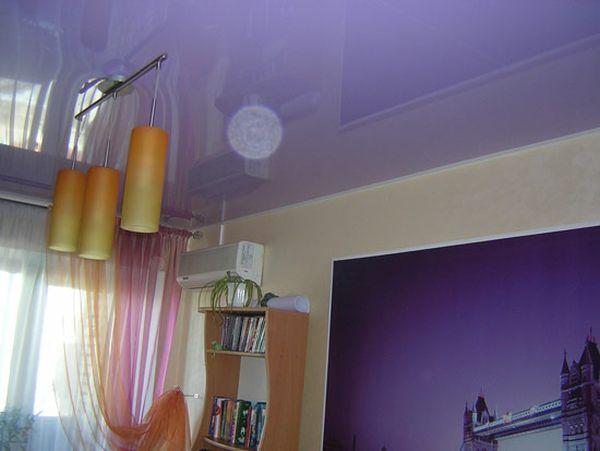 Одноуровневые натяжные потолки — создание необходимой атмосферы в помещении