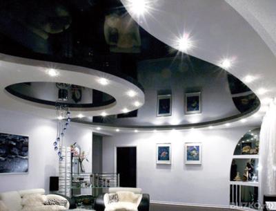 Черно-белые натяжные потолки — совмещение несовместимого для создания уникального дизайна