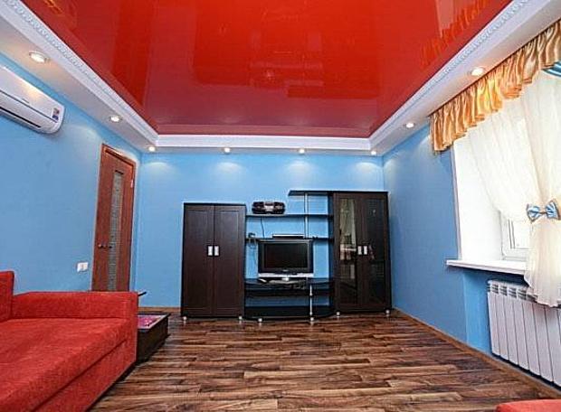 Фото: Красный натяжной потолок