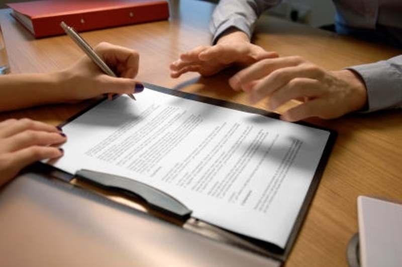 Фото: Стороны, подписывающие документ