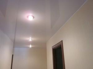 Натяжной потолок в прихожей — отличный способ преобразить пространство