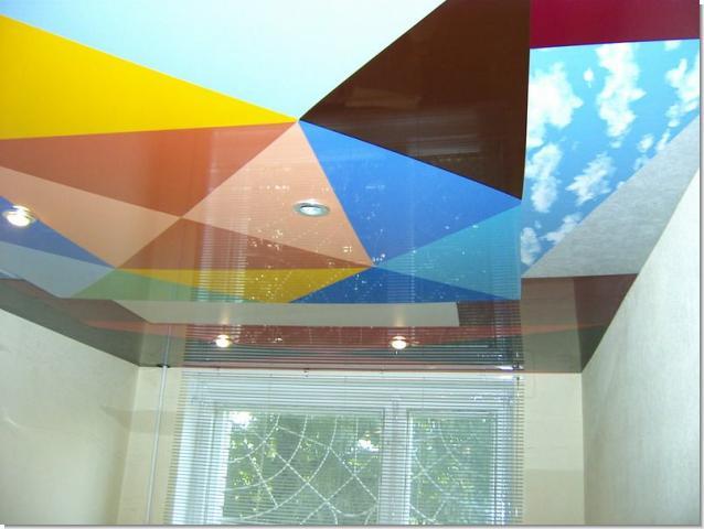 Фото: Многоцветный потолок
