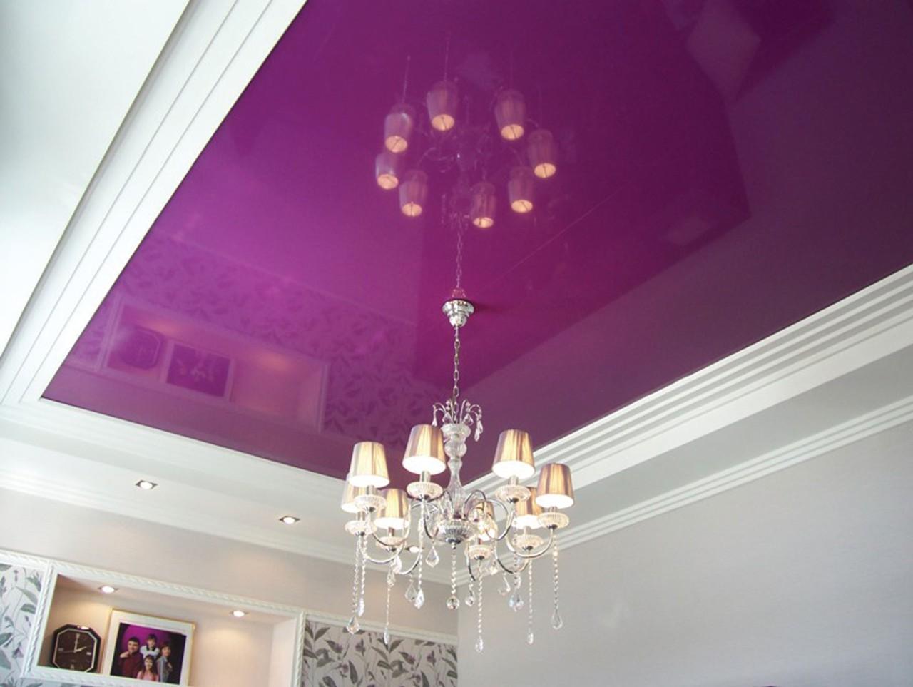 Фиолетовый натяжной потолок — универсальный цвет для любой комнаты