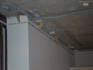 На сколько опускается натяжной потолок при установке?