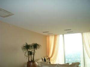 Натяжные потолки без нагрева — установка потолочного покрытия своими руками