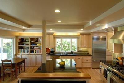 Фото: Колер беж в кухонном интерьере