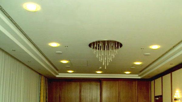 Фото: Одноуровневый потолок