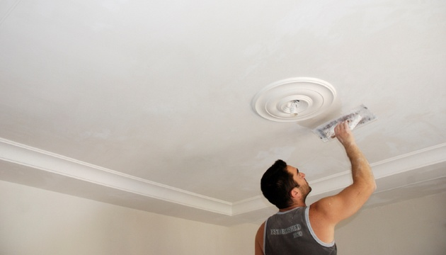 Как отделать потолок из гипсокартона своими руками