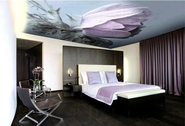 Фото: Тканевый натяжной потолок с декором