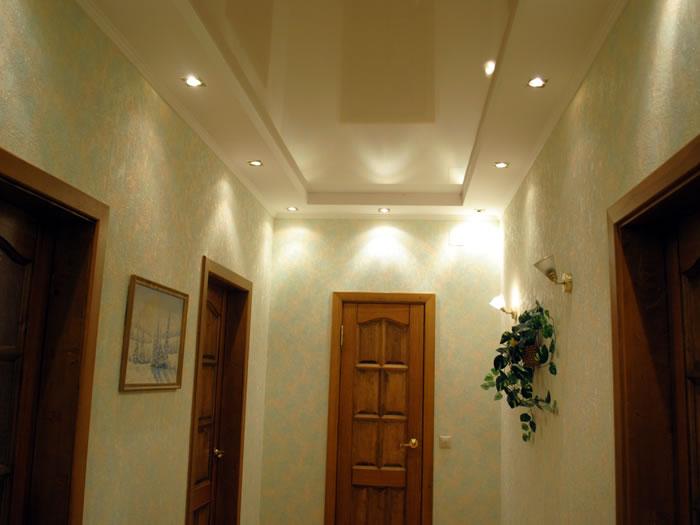 Навесной потолок в коридоре — быстрая и качественная отделка помещения
