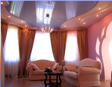 Навесные потолки для зала — популярный способ отделки помещения