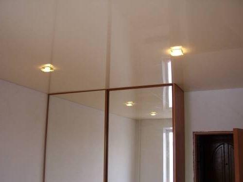 Фото: Натяжной потолок и шкаф-купе