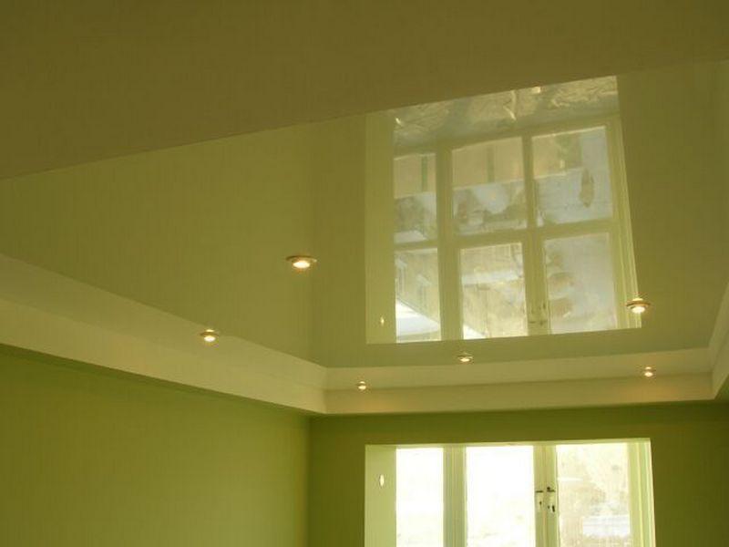 Лаковые натяжные потолки — популярные потолки для маленьких помещений