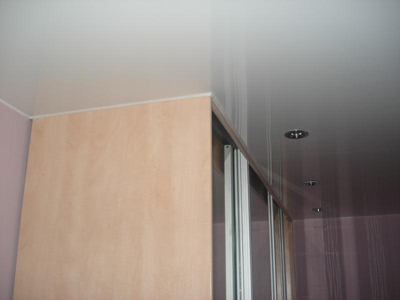 Фото: Полотно над шкафом