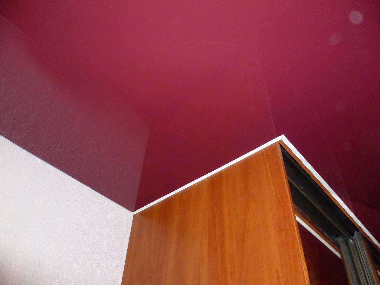 Фото: Размещение под готовым потолком