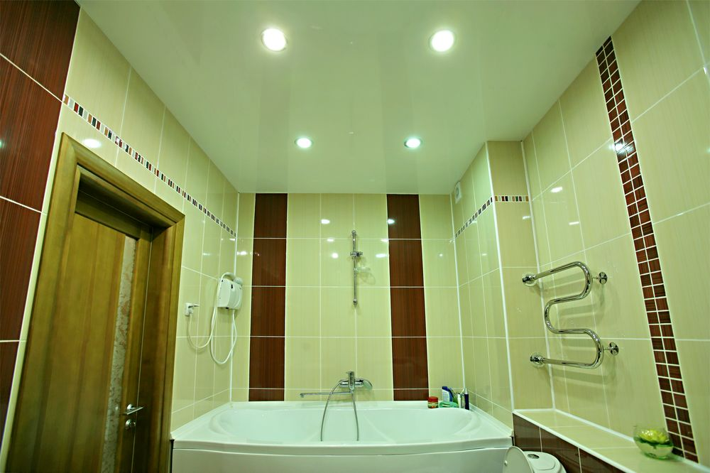 Навесной потолок вванной — создание презентабельного вида помещения