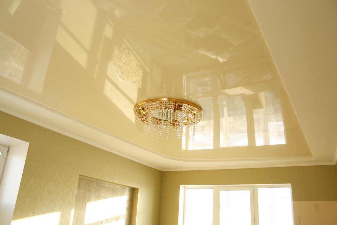 Навесные глянцевые потолки — создание идеально ровной плоскости