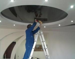 Уход за навесными потолками — чем и как мыть?