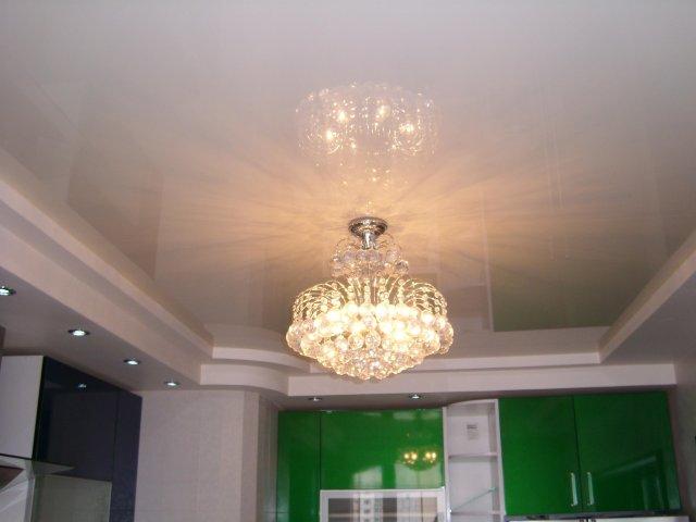 Натяжные потолки «Классика» — универсальное решение для вашей комнаты