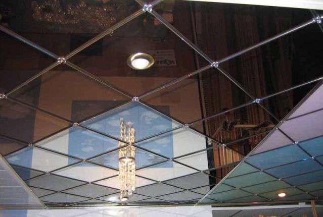 Фото: Зеркальные подвесные потолки