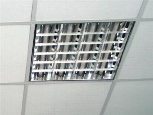 Фото: Ячейки под осветительный прибор имеют размер панелей