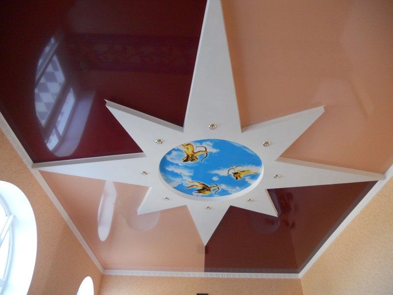 Комбинированные натяжные потолки — создание  уникальной конструкции для украшения помещений