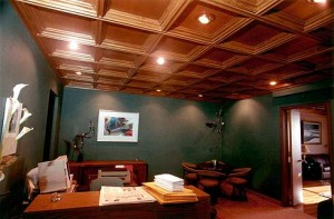Подвесные деревянные потолки — современная и элегантная конструкция